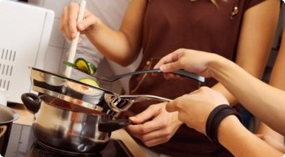Warsztaty kulinarne dla dwojga (źródło: katalogmarzen.pl)