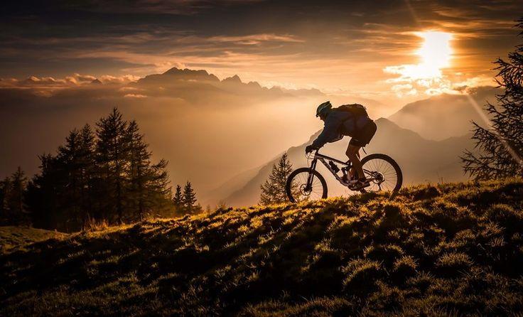 człowiek na rowerze
