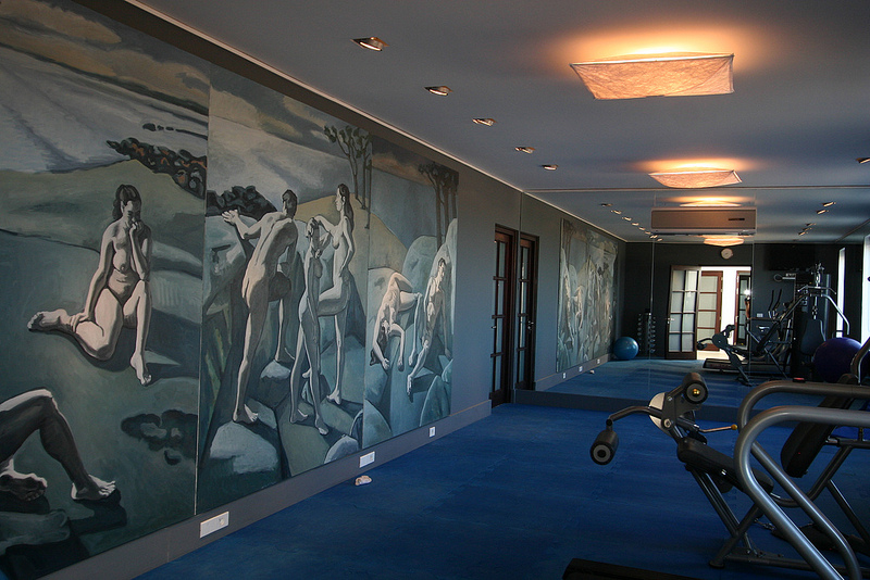 malunki na ścianie w klubie fitness