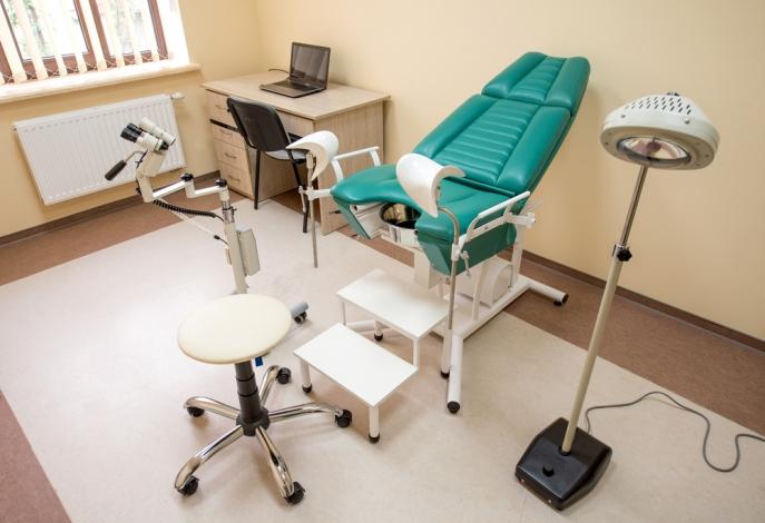 zielony fotel do badania ginekologicznego
